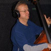 Adrian Uhr - Bass